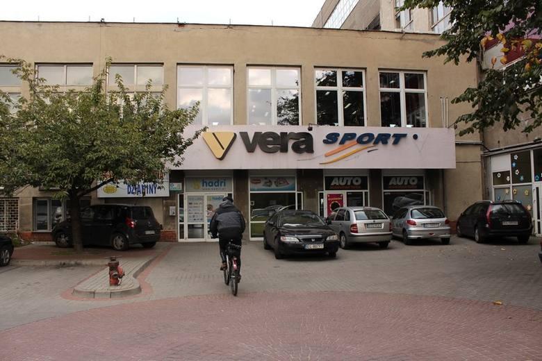Od września uczniowie XXXIV LO mają zajęcia w klubie sportowym Vera, za które muszą płacić 10 zł miesięcznie. Niektórym rodzicom to nie odpowiada.