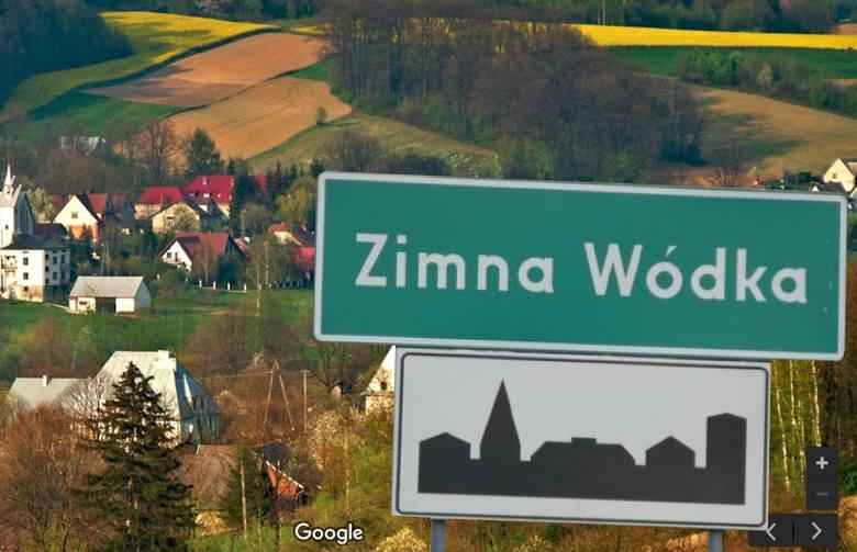 Zaczynamy od mocnego uderzenia, czyli od nazwy Zimna Wódka. Jest ona położona w gminie Ciężkowice, w powiecie tarnowskim. To integralna część jednej