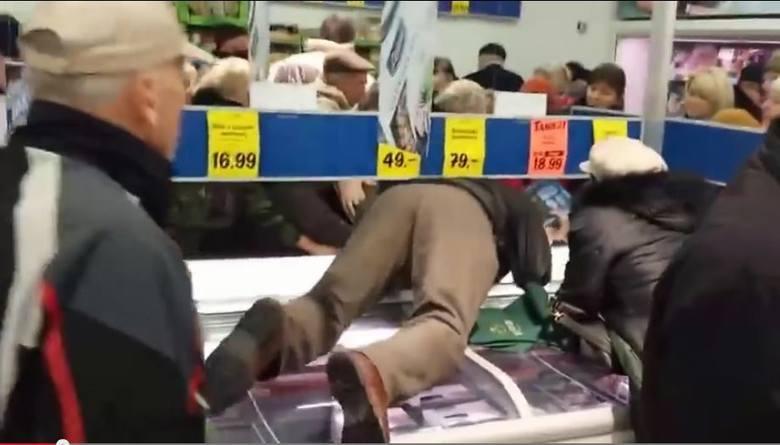 Zakupy w sklepie, a szczególnie dyskoncie, robimy regularnie. Spędzamy na nich najczęściej od kilkudziesięciu minut do nawet 2-3 godzin w dużych marketach.
