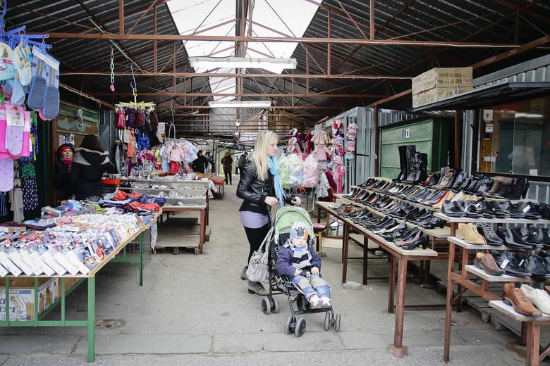 Przed laty to właśnie na bazarach kwitł białostocki handel. Setki sprzedawców miało swoje stragany na bazarach przy ul. Kawaleryjskiej, Jurowieckiej