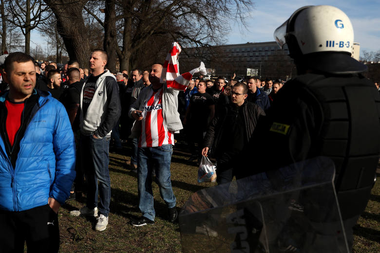 Kibice Cracovii w drodze na derby. Przemarsz na stadion Wisły
