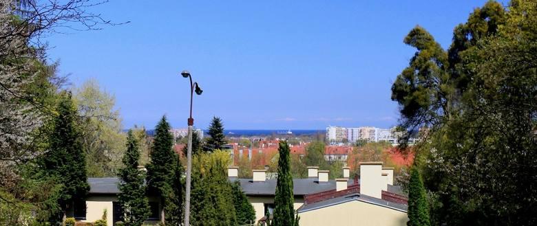 Widok z Dworu I przy ulicy Polanki 125 w Oliwie