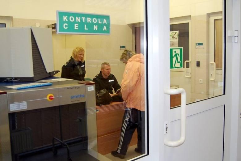 Izba Administracji Skarbowej w Białymstoku poinformowała na konferencji prasowej, że w kwietniu, najpóźniej w maju, przekraczający granicę będą mogli