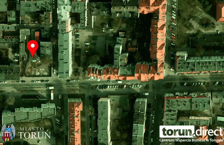Ul. Mickiewicza 72 m. 16Powierzchnia – 130,43 m2, kondygnacja – parter / piętro 1, pomieszczenia – lokal dwupoziomowy:  parter - 2 pokoje, kuchnia, łazienka,