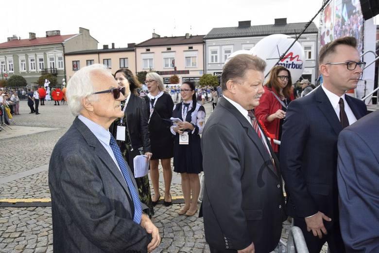 Uroczyste otwarcie Skierniewickiego Święta Kwiatów, Owoców i Warzyw odbyło się tuż po paradzie świątecznej. Otwarcia dokonał prezydent Krzysztof Jażdżyk wraz z zaproszonymi gośćmi.