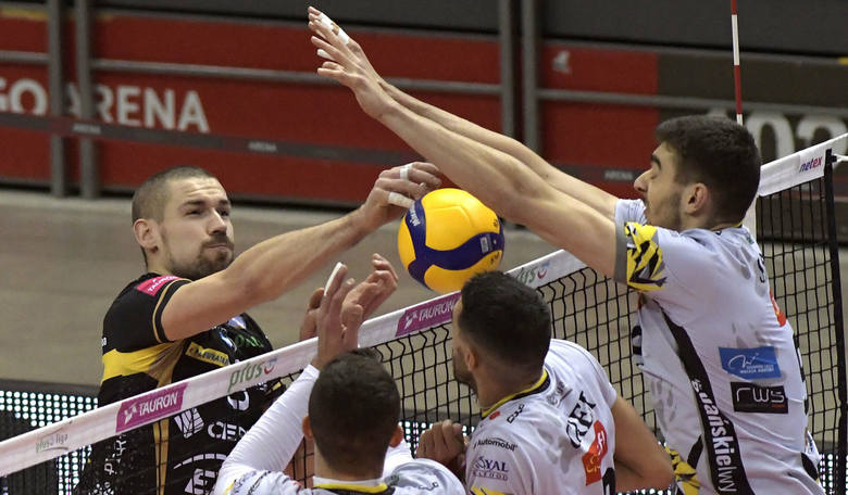 W meczu PlusLigi siatkarzy, Trefl Gdańsk pokonał we własnej hali Cerrad Enea Czarnych Radom 3:1.  Trefl Gdańsk - Cerrad Enea Czarni Radom 3:1 (28:30,