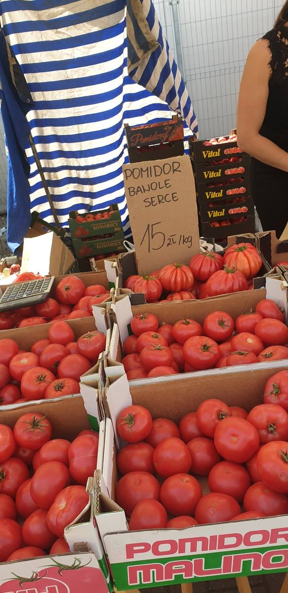 Również niektóre warzywa odstraszają cenami. Pomidor bawole serce był wyceniany na 15 złotych za kilogram.Zobacz na kolejnym slajdzie