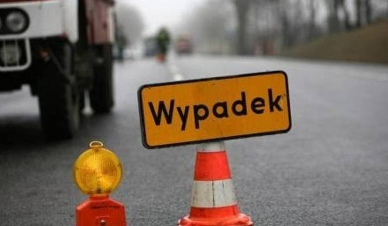 Powiat brzeziński. Na DK 72 zderzyły się trzy samochody osobowe