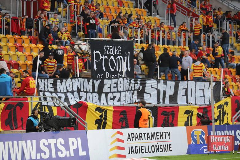 Tylko 8412 kibiców przyszło oglądać mecz Jagiellonii z Lechem Poznań w Wielką Sobotę. Ci, którzy pojawili się na meczu oglądali jednak bardzo emocjonujący