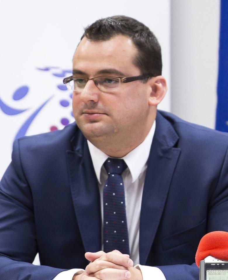Konrad Kronig w radzie miejskiej zbudował stabilną koalicję, choć w trakcie kadencji liczba szabel mu się zmniejszyła. Opiera się głównie na radnych