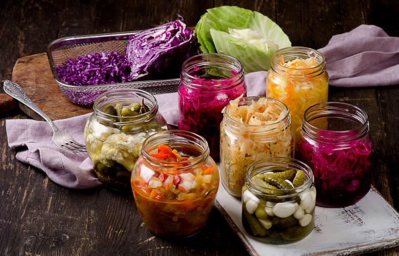 Probiotyki to żywe mikroorganizmy, które przy spożywaniu w odpowiednich ilościach mają korzystny wpływ na zdrowie dzięki oddziaływaniu na mikroflorę