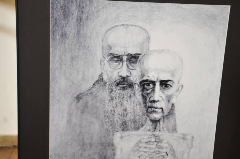 Wśród tych, którzy zwiedzili Auschwitz, tylko połowa potrafi podać nazwisko jakiegoś więźnia, choć oglądali celę Maksymiliana Kolbego i przewodnik opowiadał