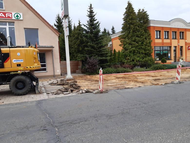 Ruszyły prace budowlane w Łagowie. Promenada spacerowa przy brzegu jeziora Trześniowskiego to tylko jedna ze zmian podczas modernizacji parku przy Zamku