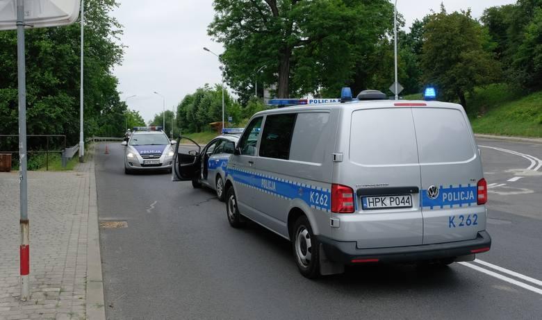 Do zdarzenia doszło we wtorek po godz. 10 w pobliżu przejścia dla pieszych na skrzyżowaniu ul. Grunwaldzkiej z ul. Bielskiego w Przemyślu. Pieszy najprawdopodobniej
