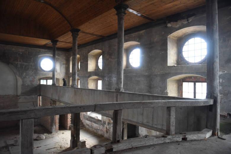 Kościół poewangelicki w Babimoście jest nieczynny od lat. Nam udało się, dzięki uprzejmości władz miasta, zajrzeć do środka. Wnętrze robi wrażenie. Oczami