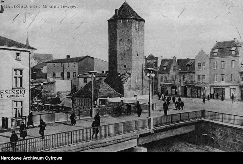 Brodnica na starych zdjęciach to fascynująca wycieczka na ulice dawnego miasta. Zobacz jak zmienił się rynek, park miejski, okolice wieży zamkowej i