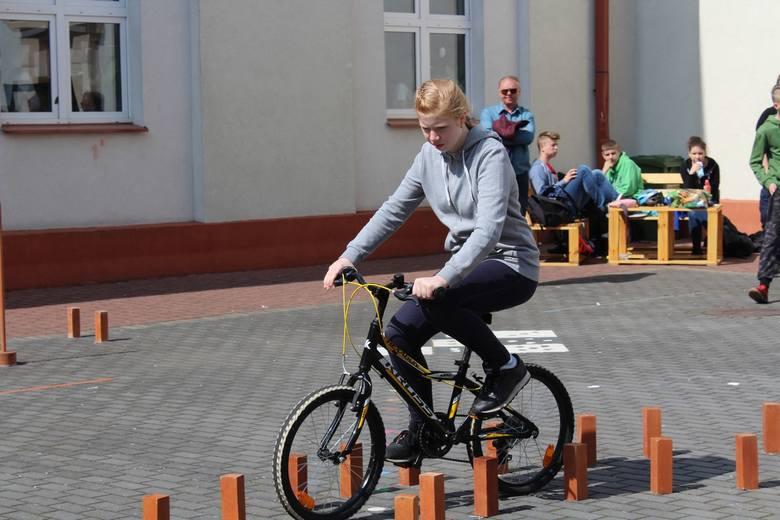 Ostrów Mazowiecka. Turniej bezpieczeństwa ruchu drogowego rozegrano w ostrowskiej Szkole Podstawowej nr 1.