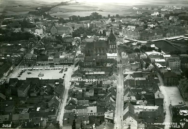 To lotnicze zdjęcie Koszalina zostało zrobione w latach 30 (pochodzi ze zbioru archiwistów z Greifswaldu, którzy użyczyli je kolegom z koszalińskiego