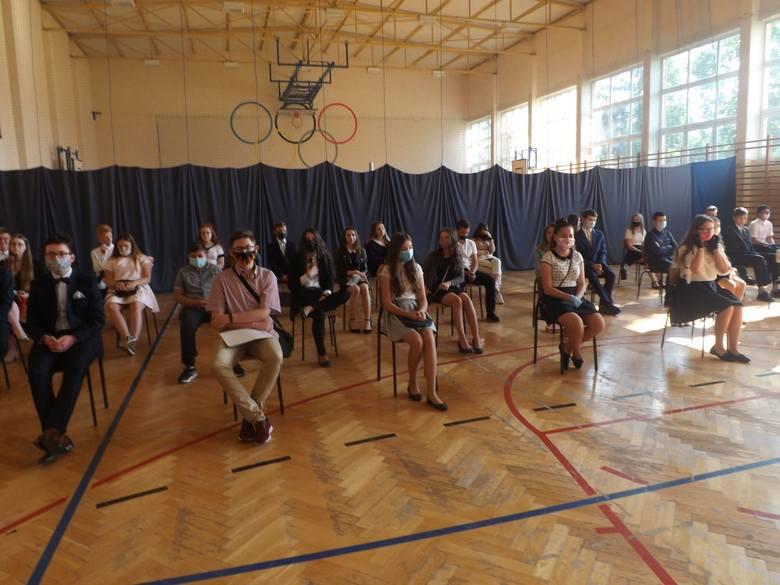 Zakończenie roku szkolnego 2019 / 2020 w Publicznej Szkole Podstawowej w Iwaniskach [ZDJĘCIA]