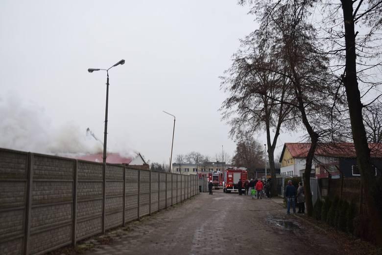 Duży pożar w Stargardzie. Pali się hala przy ul. Robotniczej [ZDJĘCIA]