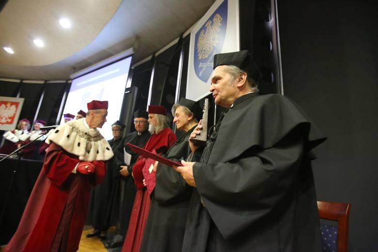 W myśl nowego statutu rektor uniwersytetu rektor ma skupić w swych rękach wielką władzę, a społeczność akademicka utraci wpływ na jego wybór