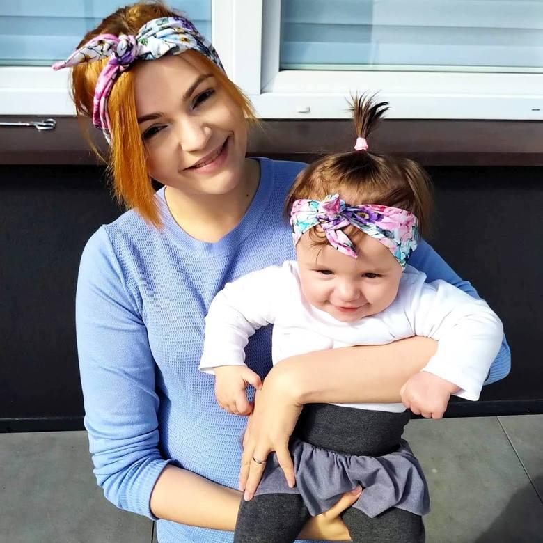 Julia Szczerba ma już 8 miesięcy. Urodziła się bez kości w nóżkach i potrzebuje operacji w USA, żeby móc chodzić.