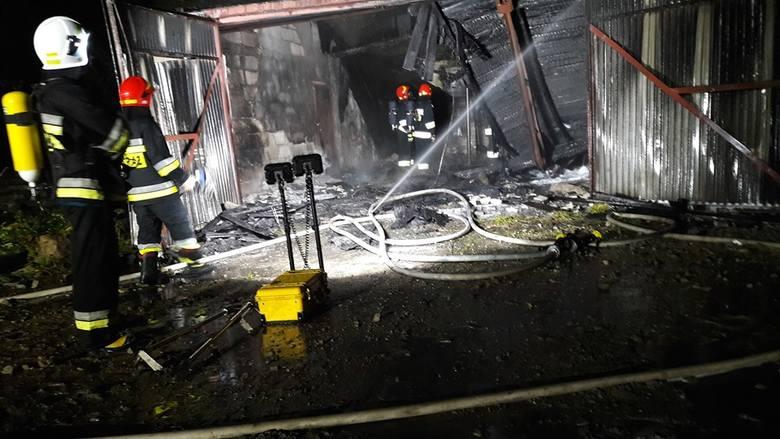 W niedzielę wieczorem doszło do pożaru dawnej hurtowni materiałów budowlanych przy ul. Koszalińskiej w Miastku. Nic nikomu się nie stało. W akcji brali