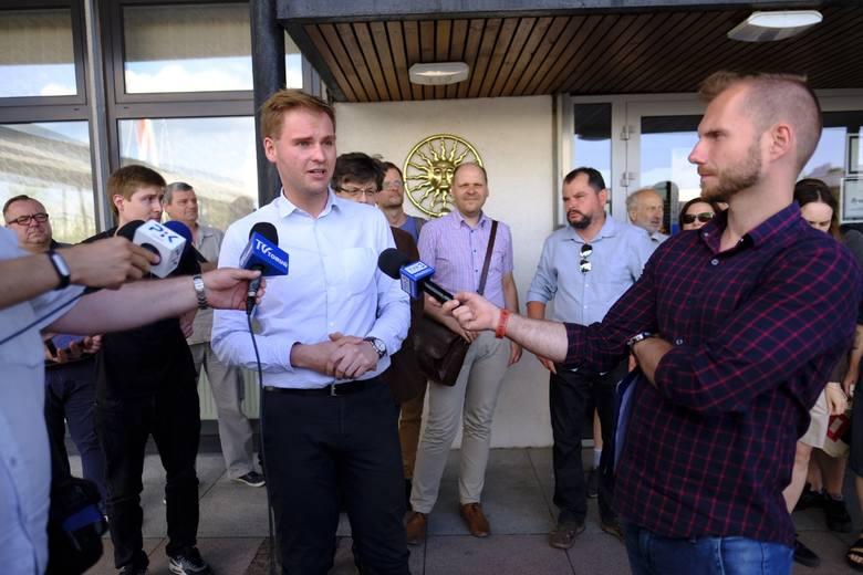 Studenci Uniwersytetu Mikołaja Kopernika w Toruniu protestowali w poniedziałek (11 czerwca) przed rektoratem przeciwko planowanej reformie nauki i szkolnictwa