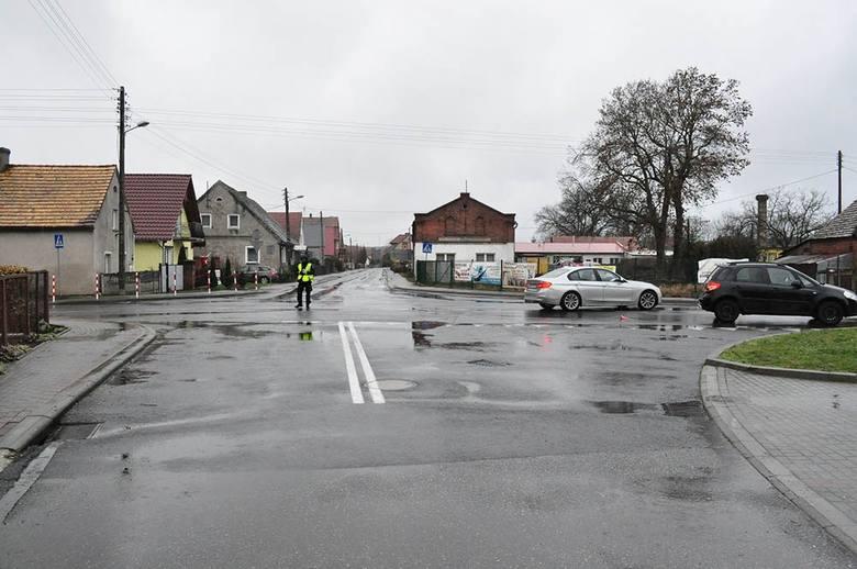 Do zdarzenia doszło na skrzyżowaniu w miejscowości Skąpe. Rowerzystka na skrzyżowaniu w miejscowości Skąpe wymusiła pierwszeństwo przejazdu i wjechała