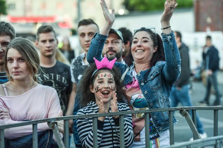 W piątkowy wieczór studenci bawili się przy stadionie Zawiszy. Podczas drugiego dnia juwenaliowych koncertów wystąpiły zespoły SUPPORT, ZEUS, Decapitated,