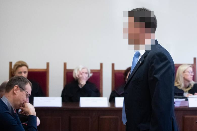 """Szef Elektromisu Mariusz Ś. w sprawie Ziętary występuje wyłącznie w charakterze świadka. Oskarżeni są jego dwaj ochroniarze """"Ryba"""" i """"Lala"""", którym prokuratura zarzuca porwanie dziennikarza. W równolegle toczącym się drugim procesie oskarżonym jest także Aleksander Gawronik. Jemu prokuratura..."""