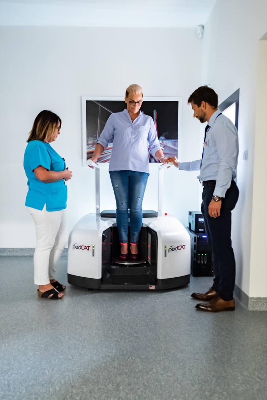 Klinika Halluxmed Ortopedia zaczynała swoja działalność na 50 metrach kwadratowych od korekcji haluksów. Dzisiaj, w nowo wybudowanym szpitalu, przeprowadza