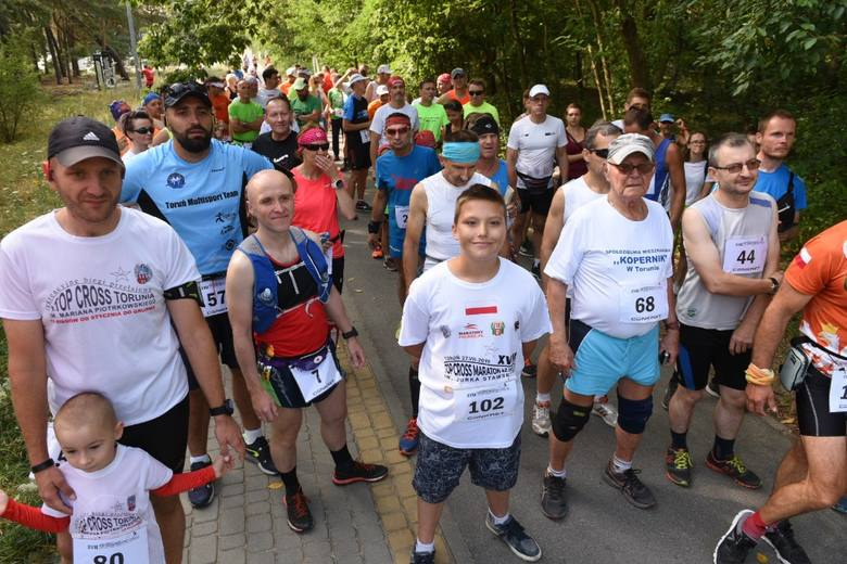 W sobotę o 9 rozpoczął się XVIII Toruński Top-Cross Maraton. W lasku przy Arenie Toruń uczestnicy pokonali 32 okrążenia, których przebiegnięcie dało