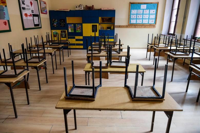 Minister edukacji przedstawił na konferencji prasowej harmonogram, według którego przeprowadzane będą egzaminy zewnętrzne. Zgodnie z nim egzaminy maturalne