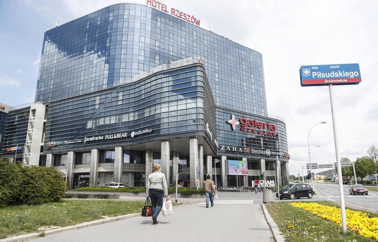 4 maja ponownie otwarta dla klientów została Galeria Rzeszów. Zakupy wyglądały jednak zupełnie inaczej niż przed wybuchem epidemii koronawirusa. Klimat też inny.