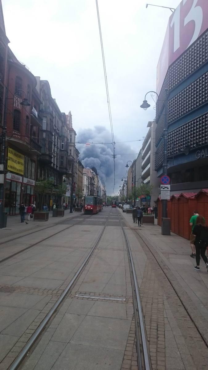 Pożar w Katowicach 13.05.2016. Pożar hali na ul. Żeliwnej