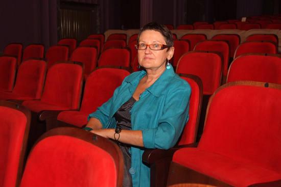 Na widowni dyrektor <br>Grażyna Posmykiewicz. <br>Publiczność zasiądzie w 861 czerwonych fotelach.