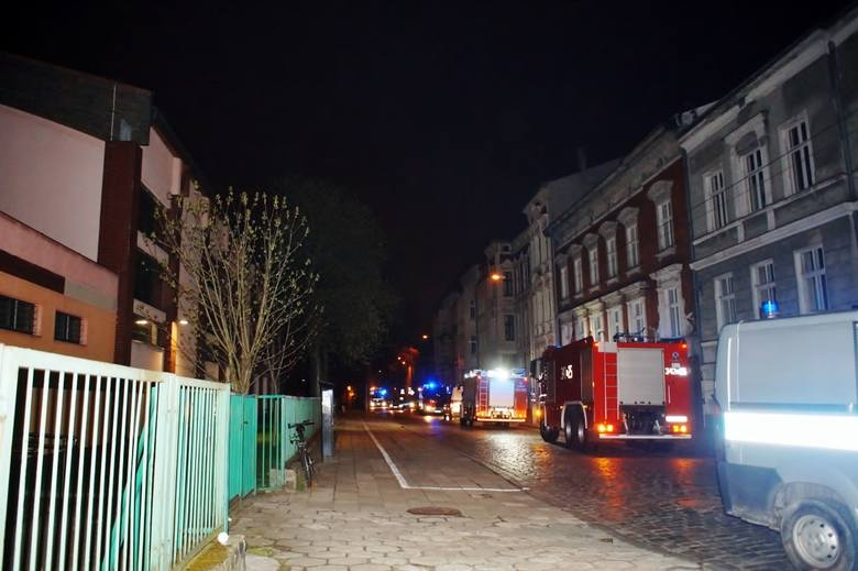 We wtorek (17 kwietnia) po godz. 21. ewakuowano kilkadziesiąt osób z internatu mieszczącego się przy ul. Partyzantów w Słupsku. Powodem interwencji straży