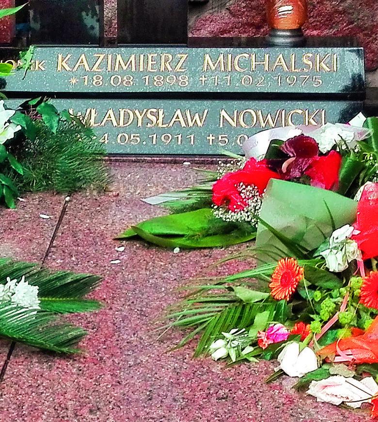 Na grobie Kazimierza Michalskiego kwiaty składane są m.in. przy okazji Dnia Pionierów Zielonej Góry...
