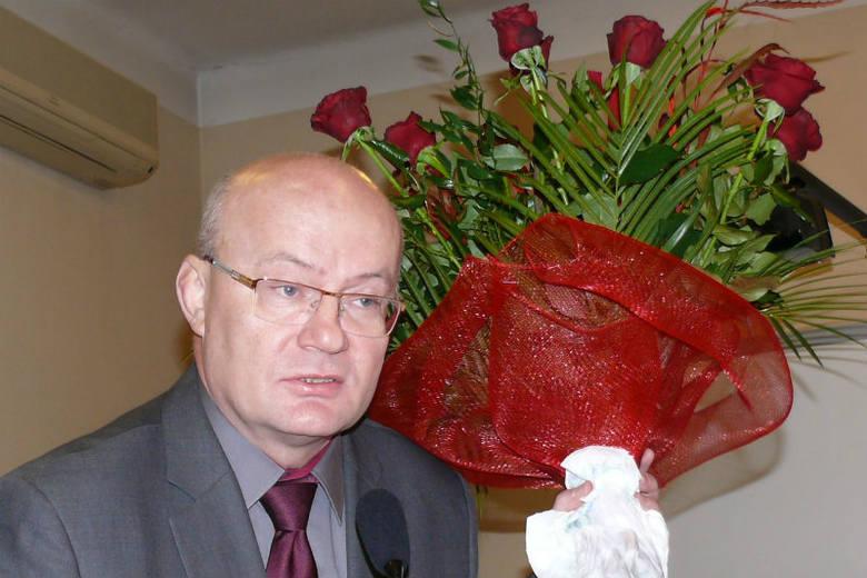 Koniec 12-letnich rządów Andrzeja Szlęzaka w Stalowej Woli to duża niespodzianka. Na zdj. były prezydent z pożegnalnym bukietem.