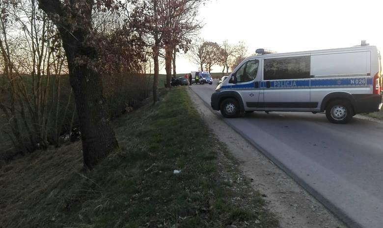 Śmiertelny wypadek na drodze z Kczewa do Słonowic w gm. Kobylnica (zdjęcia)