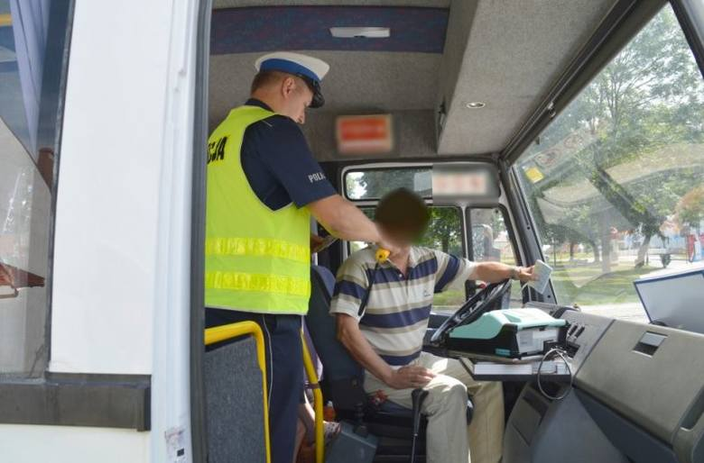Policyjna akcja Bus. Mandaty, zatrzymane prawa jazdy i dowody rejestracyjne (zdjęcia)