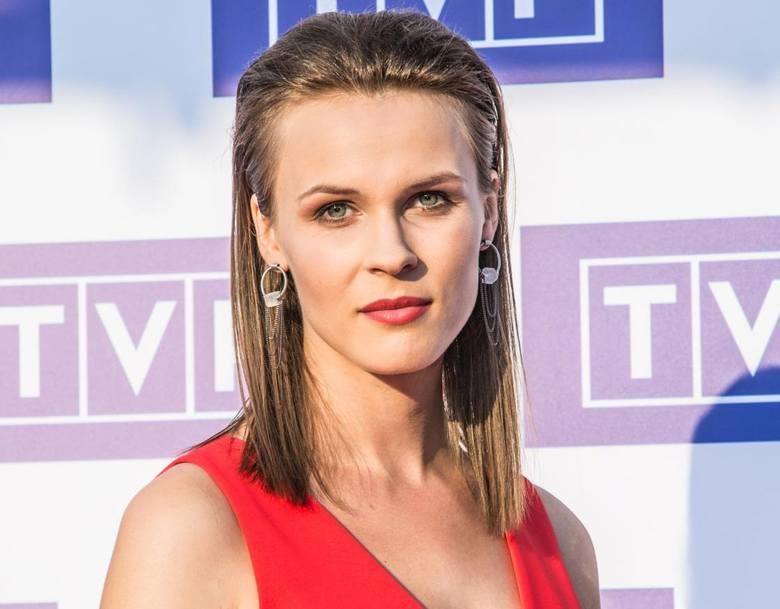 """Aleksandra Przesław w serialu """"Korona królów"""" gra Adelajdę Heską, drugą żonę Kazimierza Wielkiego.Urodziła się 19 kwietnia 1994 w Wysokiem Mazowieckiem."""