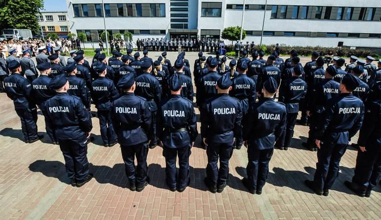 Chcesz zostać policjantem - dokumenty wyślij pocztą – zachęca na swojej stronie Komenda Miejska Policji we Wrocławiu. Na początek proponują 3880 złotych
