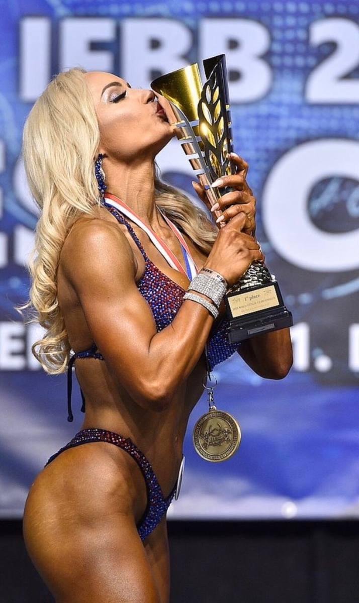Dagmara Dominiczak z LKS Sandomierz drugi raz z rzędu została mistrzynią świata wellness fitness! Po złoto sięgnęła w Bratysławie [ZDJĘCIA]
