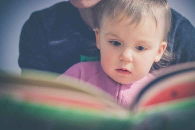 Wybór imienia dla dziecka to duża sprawa. Przyszli rodzice spędzają nieraz długie godziny, wybierając imię, które spodoba się im obojgu. Nowe badanie