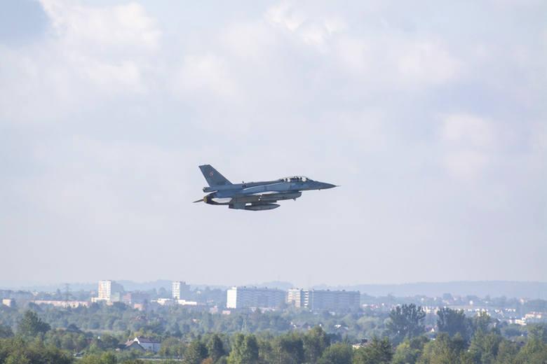 Myśliwce F16 latały dziś nad Podkarpaciem [FOTO]