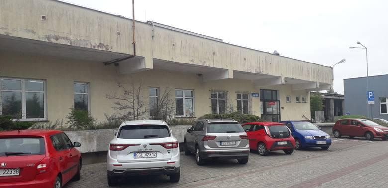 Nowy punkt pobrań mieści się w budynku po pralni szpitala przy ul. Hubalczyków 1. Chodzi o żółty budynek sąsiadujący z głównym budynkiem szpitala.Obecnie