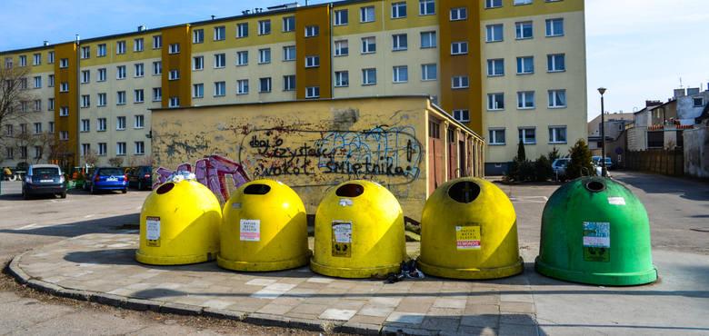 Wiele samorządów zapowiedziało drastyczne podwyżki opłat za wywóz śmieci. Przykładowo w Bydgoszczy cena za jednego mieszkańca wynosi 13 zł. Od 2020 roku