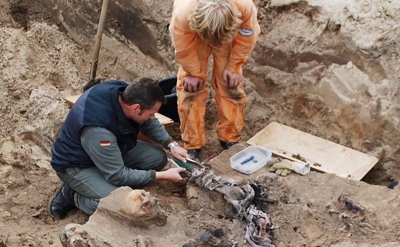 Do tej pory znaleziono szczątki 12 niemieckich żołnierzy którzy zginęli najprawdopodobniej w 1945 roku.